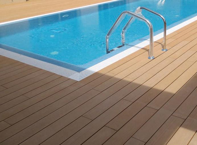 Original y creativo deck para suelos exteriores timberplan for Deck para exteriores