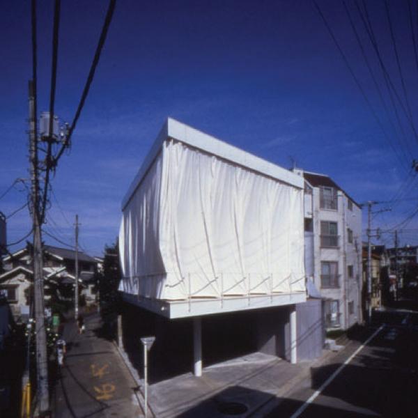 Curtain Wall House Shigeru Ban 02 600x600 c