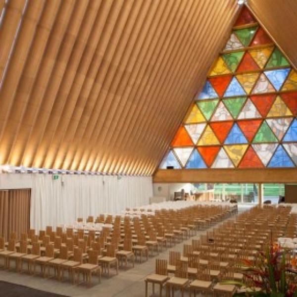 Iglesia de papel Christchurch Shigeru Ban 430x286 600x600 c