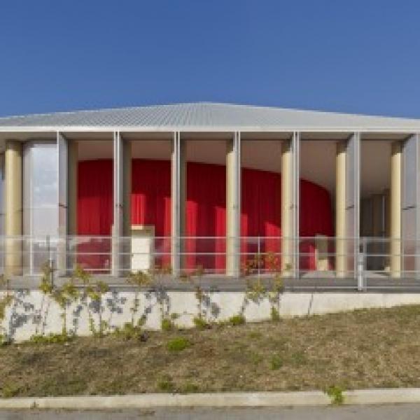 Sala de conciertos LAQUILA Shigeru Ban 430x236 600x600 c