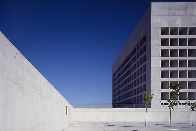 Alberto campo baeza obras imprescindibles del arquitecto for Caja de granada oficinas