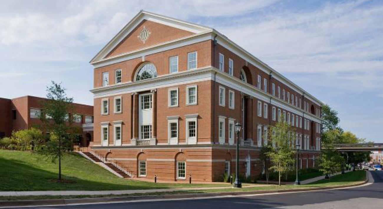 Edificio Bavaro en la Escuela Curry de Educación de la Universidad de Virginia Charlottesville Virginia EEUU 2010 Robert Stern 1 1300x710 c