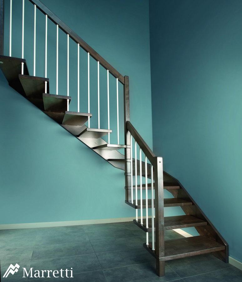 FLO 125 – Escalera para interiores con mono zanca lateral de madera de haya 773x900 c
