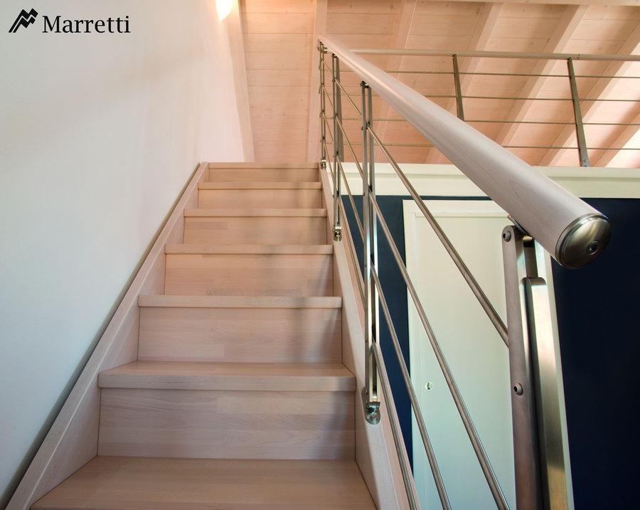 FLO 135 – Escalera para interiores de madera de haya maciza 900x717 c