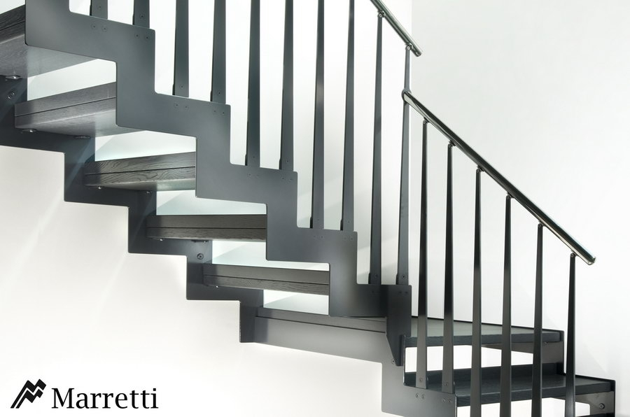 FLO 145 – Escalera de rampa de acero y peldaños de roble 900x596 c