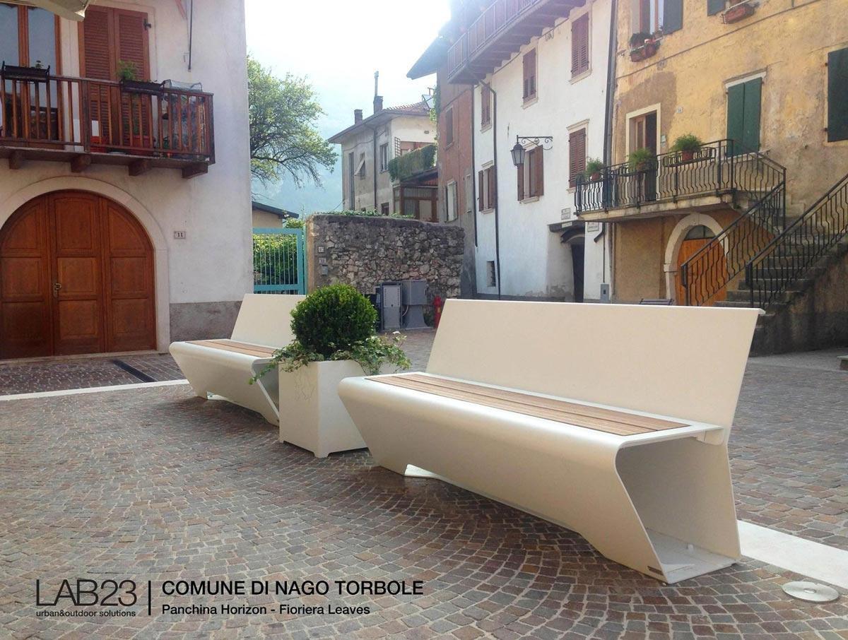 HORIZON seats and LEAVES planters installed in Nago Torbole 1200x906 c
