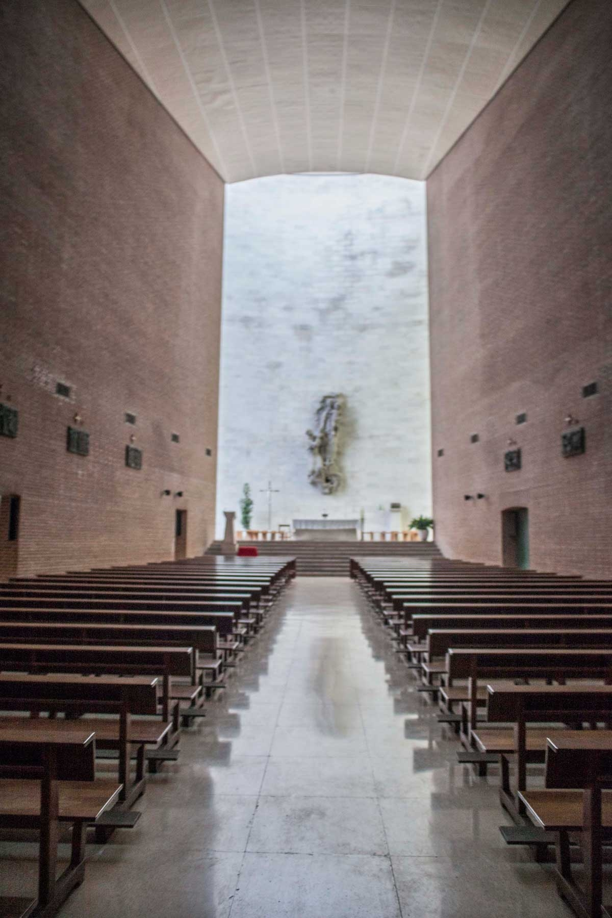 Nuestra Señora del Rosario Dominicos 01 1200x1800 c