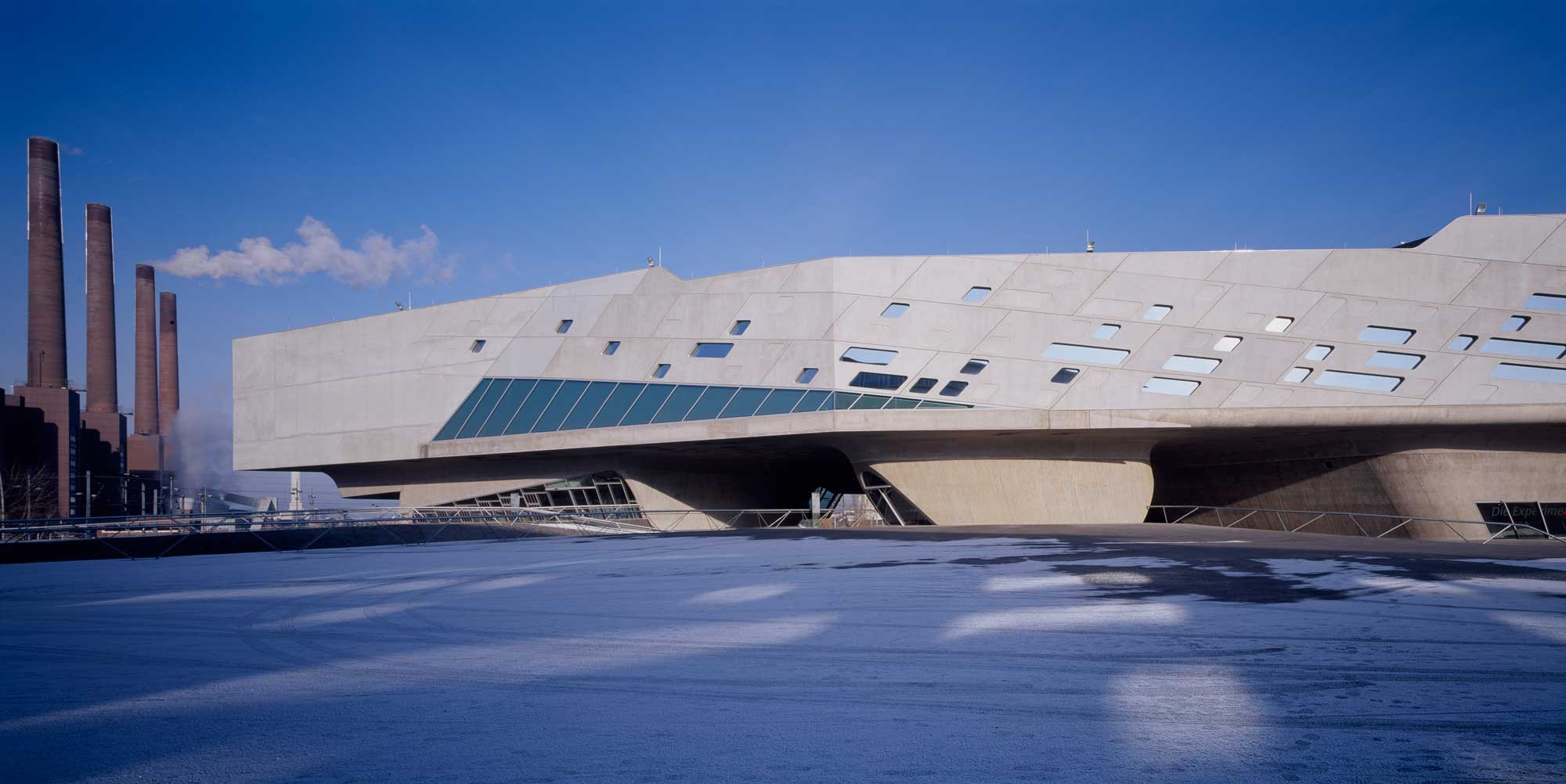 06. Phaeno Science Centre 2000x1002 c