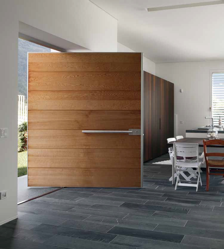 Puertas pivotantes de exterior timberplan for Puertas pivotantes madera