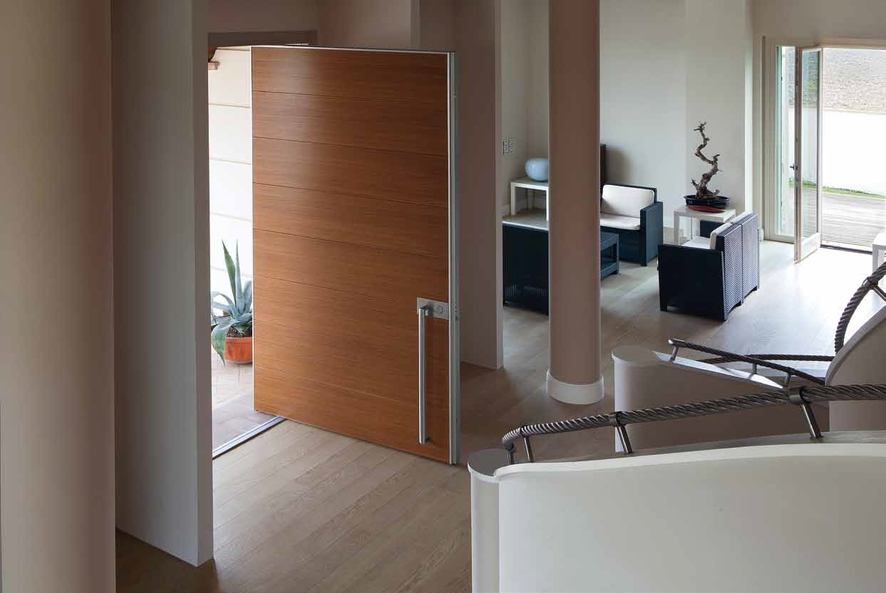 Puertas pivotantes de exterior timberplan - Puertas para exterior ...