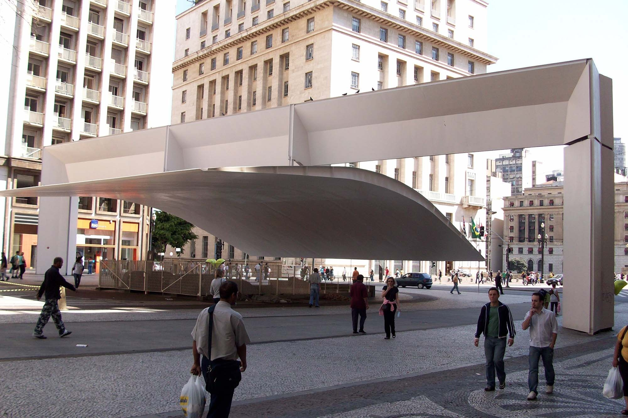 Mendes da Rocha Patriarch Plaza and Viaduct do Cha São Paulo Brazil 1992 2000x1333 c