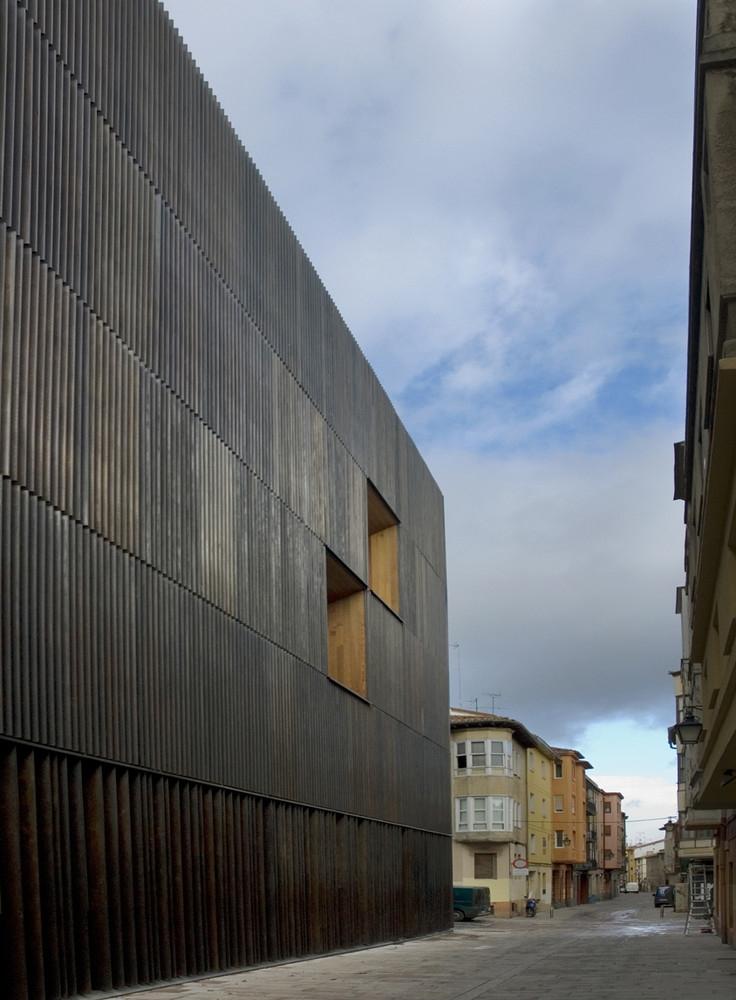 Patxi Mangado Museo Arqueológico de Vitoria 02 736x1000 c