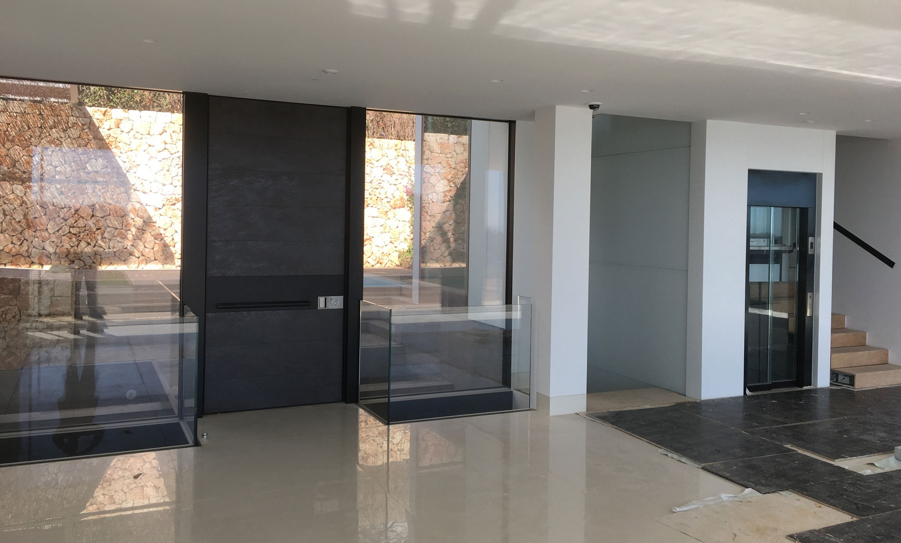 Realizaciones obra privada Timberplan puerta pivotante 9 1800x1086 c