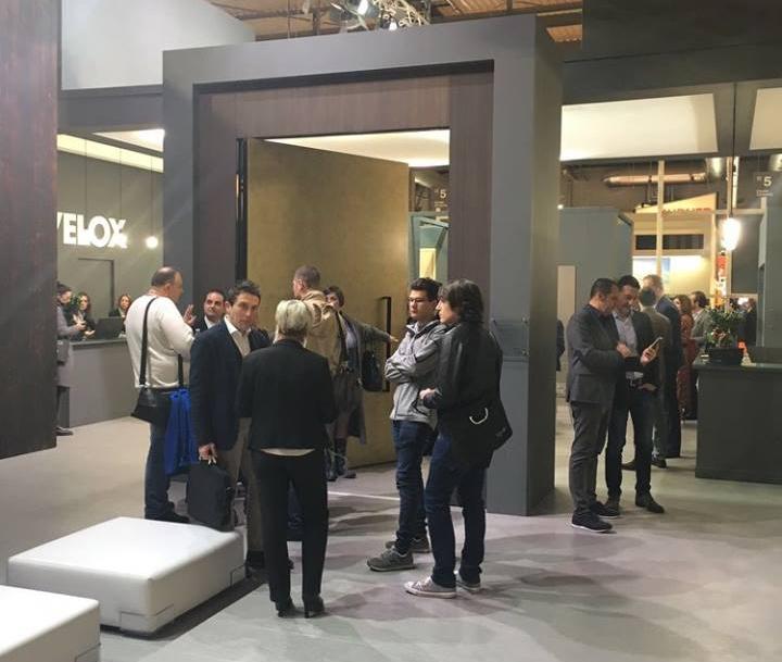 Silvelox Made Expo 2017 puerta pivotante 720x609 c