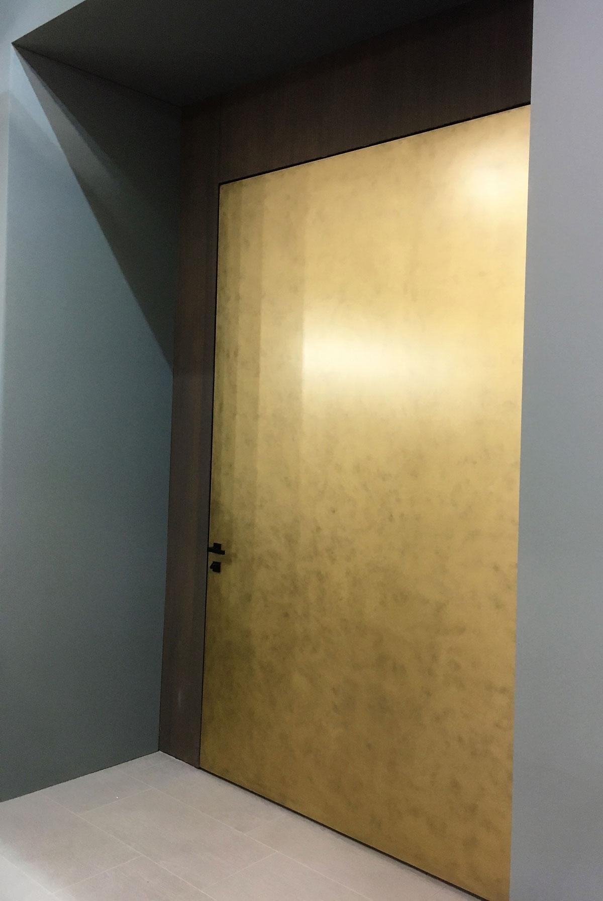 Silvelox Made Expo 2017 puerta pivotante Silvelox 2 1200x1791 c
