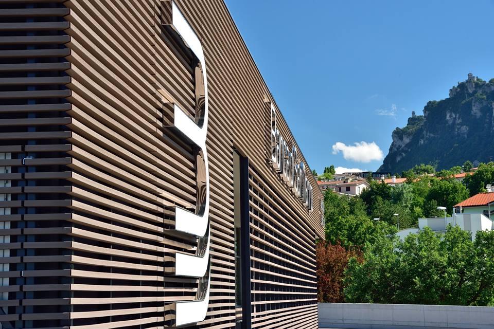 Fachada madera house con fachada de madera y cobre with - Revestimientos de fachadas ...