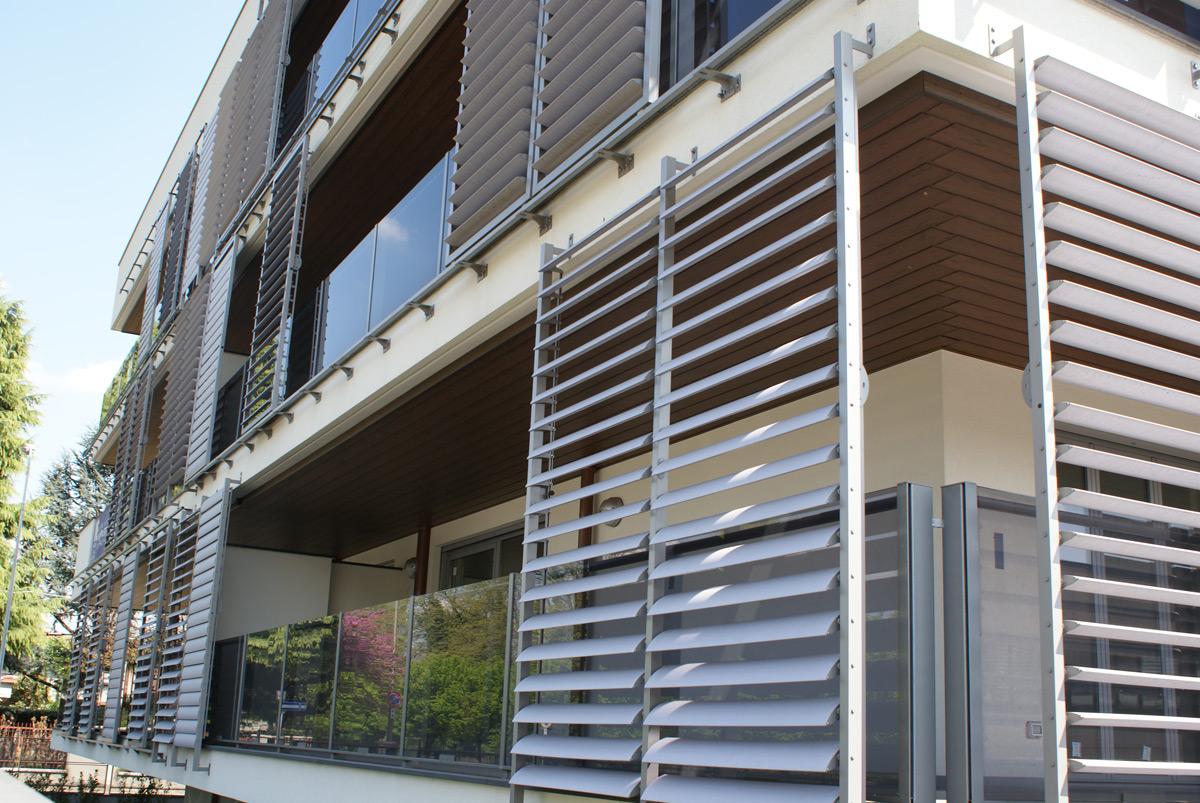 Celosias para balcones latest balcn con celosa y toldo for Balcones madera exterior