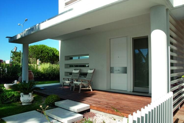 Ideas para el exterior de la puerta de entrada timberplan for Esterno casa moderna