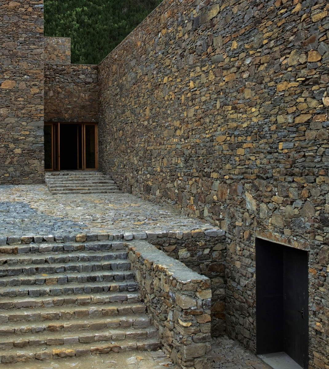 Zhang Ke tibet namcha barwa visitor centre 02 1070x1200 c